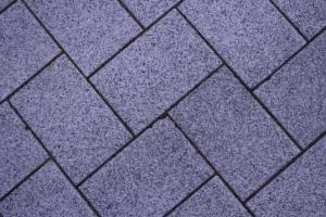 Gehwegplatten als Hühnerstall Boden